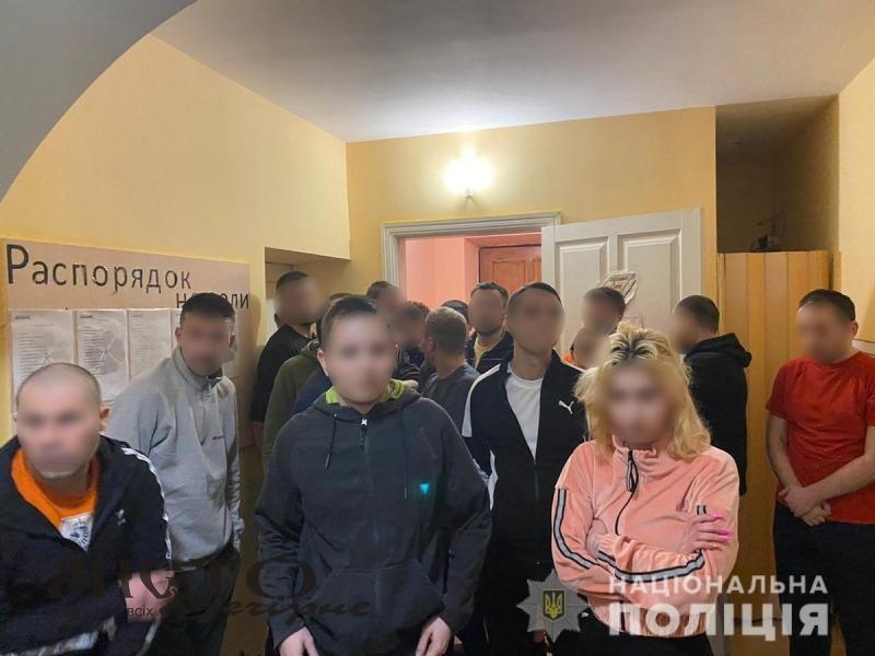 """На Київщині викрили """"реабілітаційний центр"""", де катували людей"""