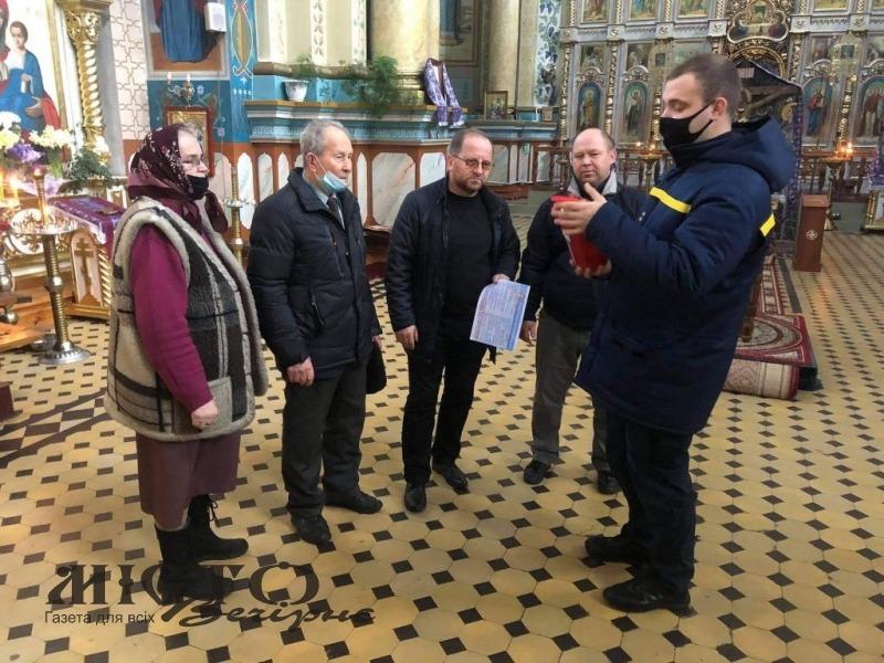 У Володимирі рятувальники провели профілактичну бесіду зі священиками щодо безпеки в храмі на Великдень