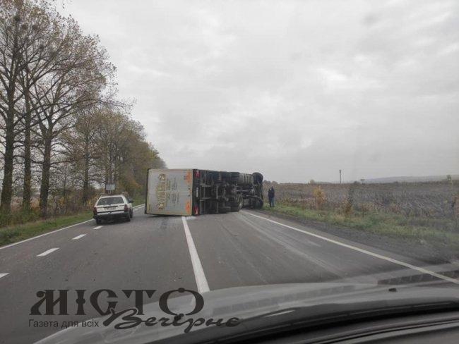 На дорозі Горохів – Луцьк перекинулася вантажівка