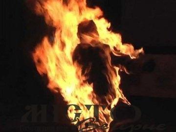 На Київщині через нерозділене кохання дівчина облилася бензином і підпалила себе