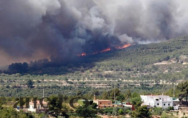 В Іспанії у туристичному районі спалахнула маштабна лісова пожежа, є постраждалі