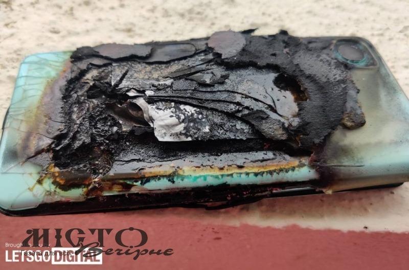 В Індії смартфон вибухнув у кишені жінки, вона отримала сильні опіки