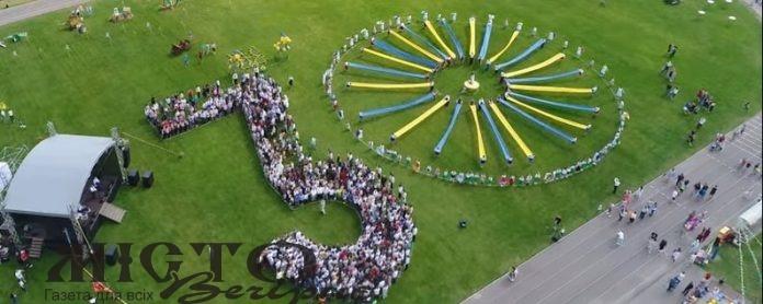 На Волині встановили рекорд з наймасовішого символу Незалежності