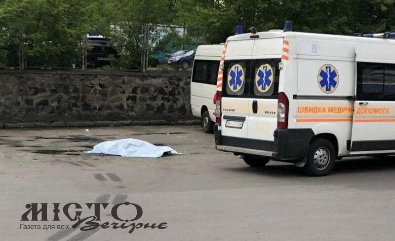 У Рівному посеред автовокзалу знайшли мертву людину