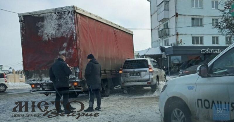 У Володимирі позашляховик зіткнувся з вантажівкою