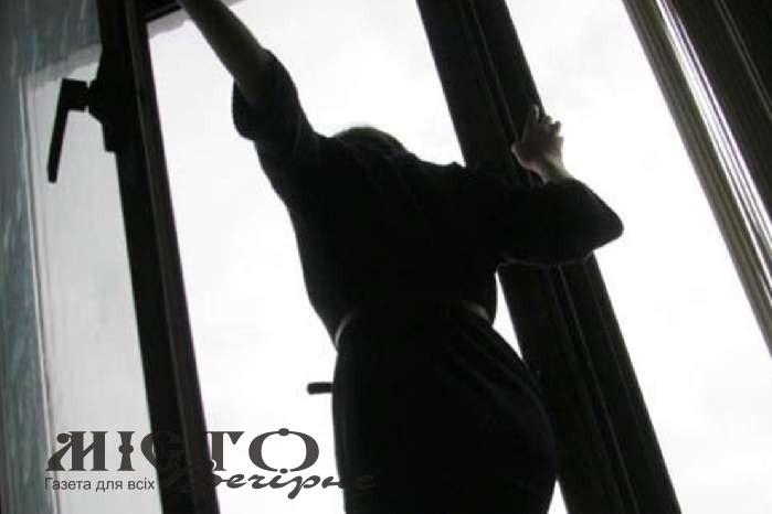 16-річна дівчина з Волині вистрибнула з вікна багатоповерхівки у Києві