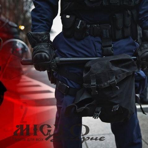 Рівненські поліцейські побили чоловіка на очах у дружини та доньки