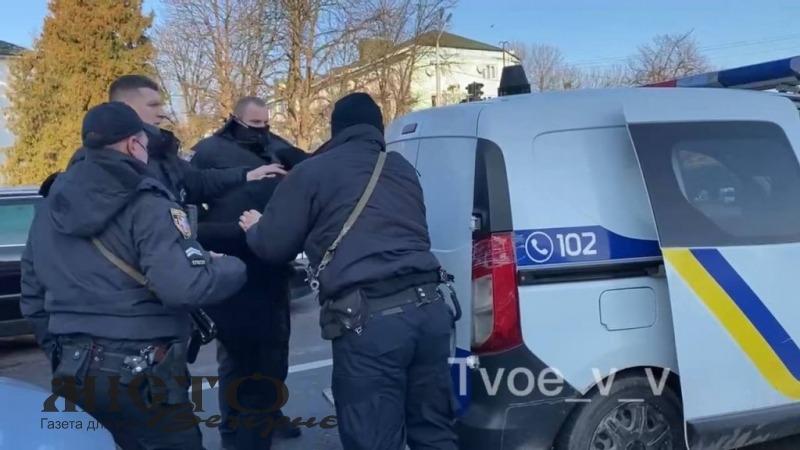 У Володимирі зупинили водія з ознаками сп'яніння, чоловік чинив опір правоохоронцям