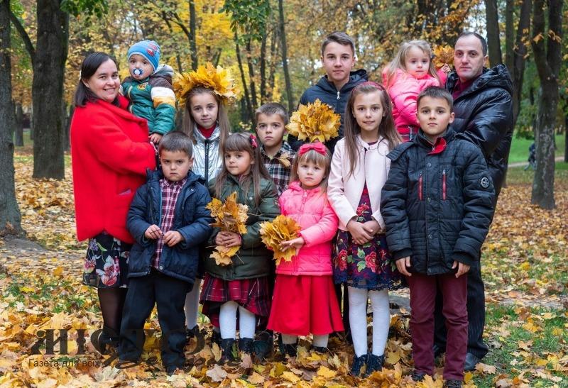 У Валерія та Наталії Тужилкіних п'ятеро синів і п'ятеро доньок
