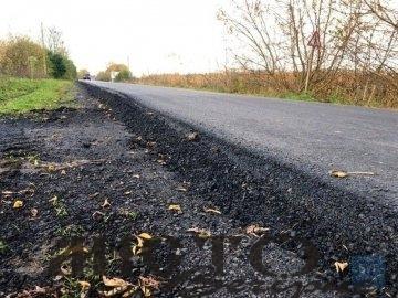 На відрізку дороги від Нововолинська до Благодатного завершили вкладати асфальт.