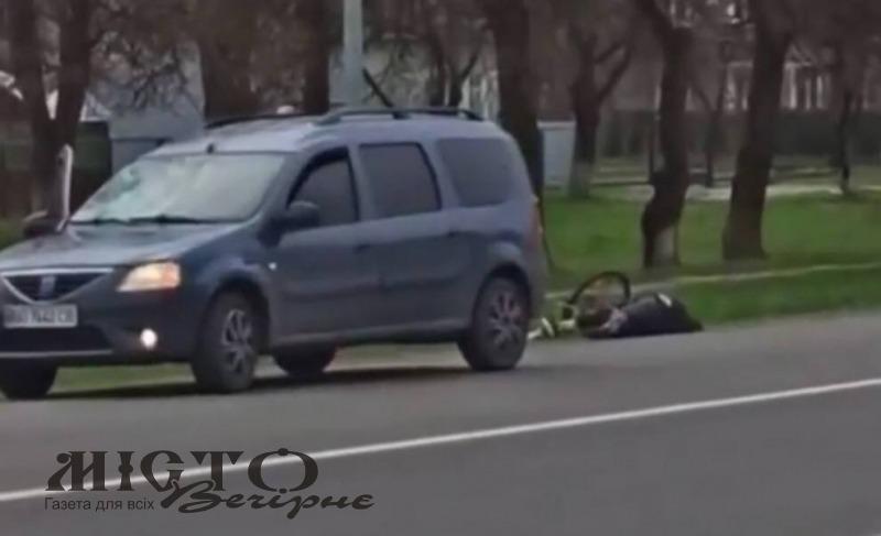 У Володимирі-Волинському легковик збив велосипедистку