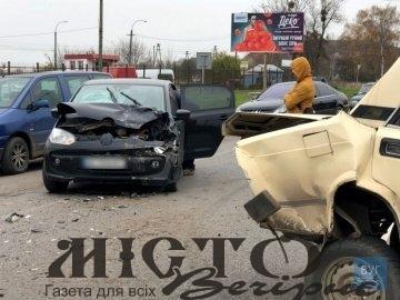 У Нововолинську Volkswagen влетів у «Жигулі».