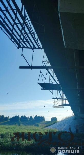 В Устилузькій громаді спіймали чоловіка, який викрав металеві конструкції та дошки з-під мосту