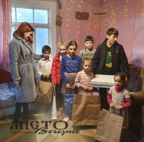 У Овадному привітали з прийдешніми святами сім'ю, де зростають понад 10 дітей