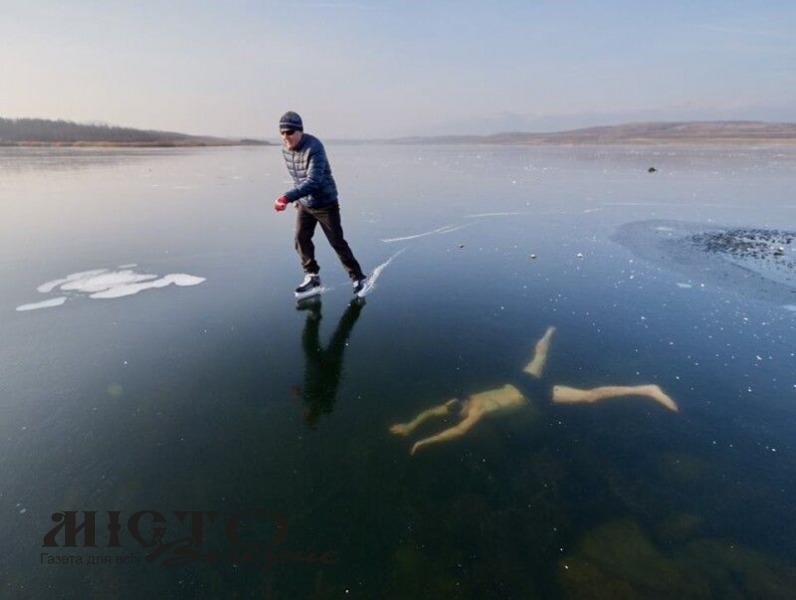 Чоловік проплив під кригою 81 метр