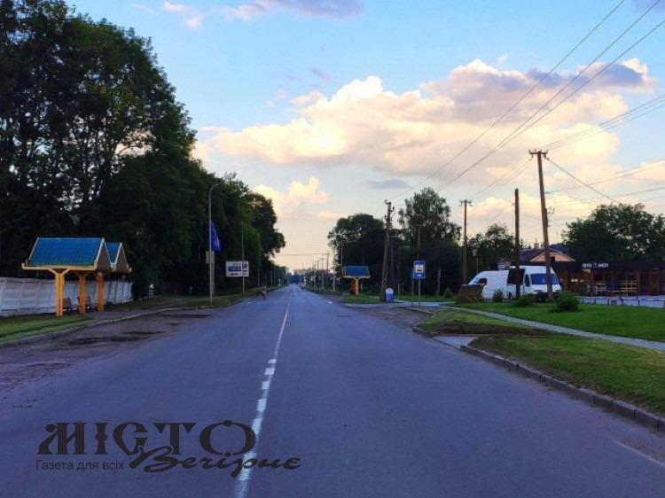 Продовжать асфальтувати вулицю Устилузьку у Володимирі
