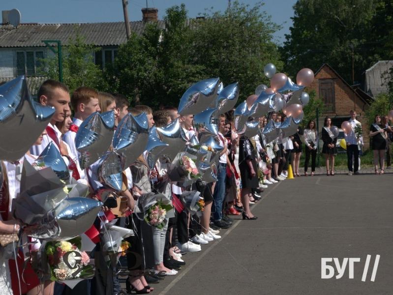 У школах Володимира пролунали останні дзвоники
