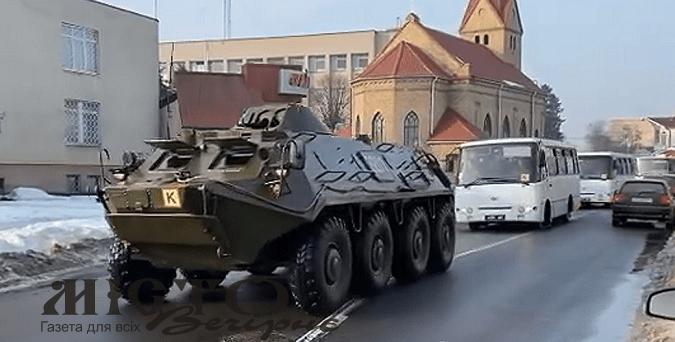 Володимиром-Волинським проїхала колона гвардійців з БТР
