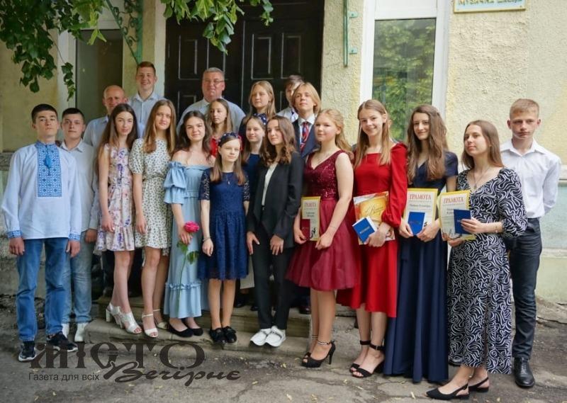 У Володимирі випускникам дитячої музичної школи вручили свідоцтва