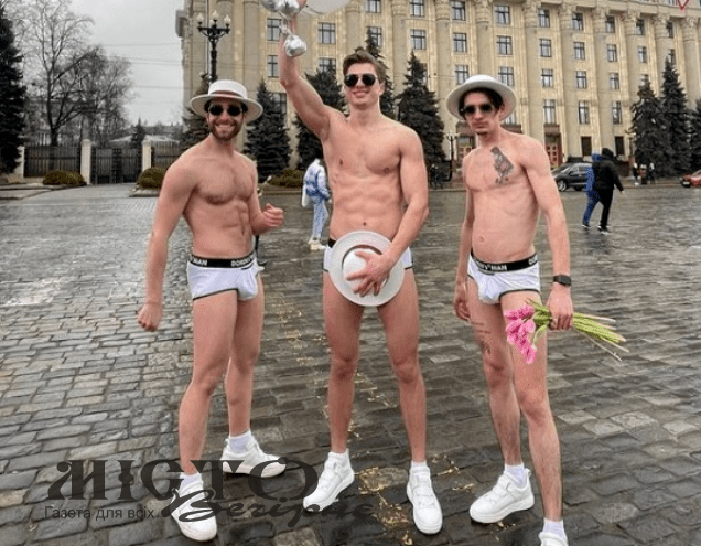 Центром Харкова розгулювали чоловіки в трусах, вітаючи жінок з 8 березня