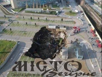 В Італії на території лікарні провалилася земля: вирва поглинула кілька автівок