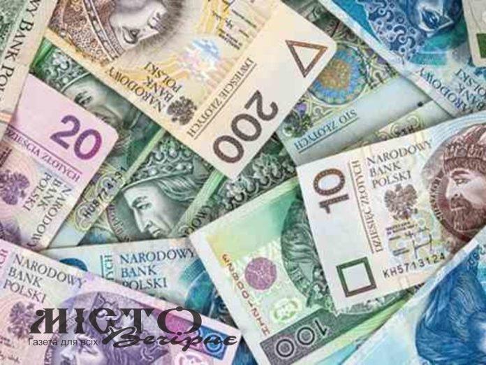 На «Ягодині» затримали чоловіка, який хотів незаконно перевезти валюту