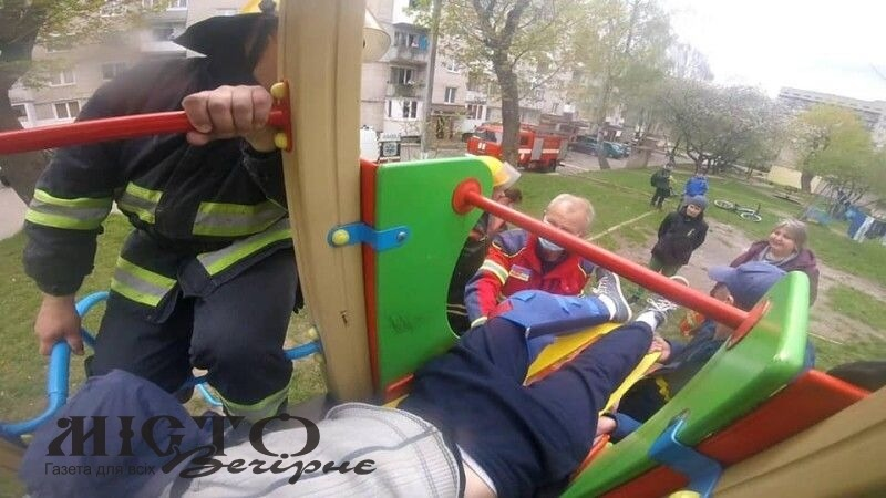 У Нововолинську підліток травмувався на дитячій гірці