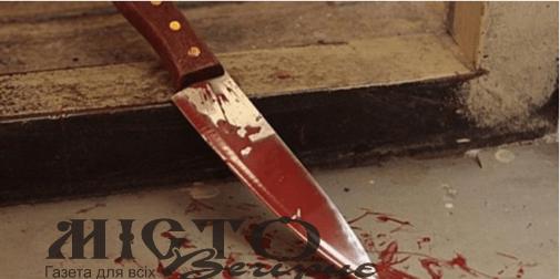 Чоловіка, який порізав дружину, брата і поліцейського, хочуть взяти під варту