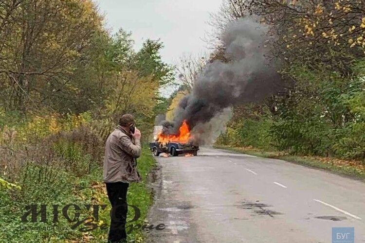 На Волині на ходу загорівся автомобіль