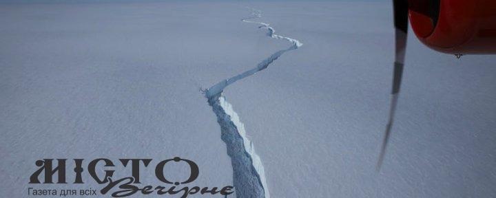 Від Антарктиди відколовся гігантський айсберг