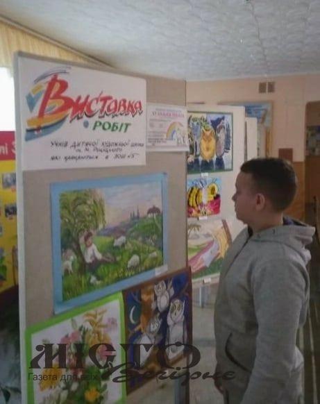 У ЗОШ№5  виставка робіт учнів художньої школи