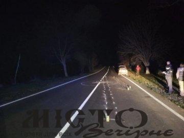 На Рівненщині автівка переїхала водія маршрутки, який відтягував п'яного чоловіка з дороги