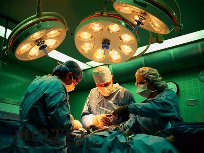 У Володимирі лікарі провели операцію на складній скальпованій рані