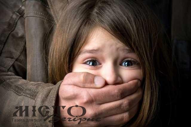 На Волині суд виніс вирок вітчиму-ґвалтівнику, від якого неповнолітня падчерка народила дитину