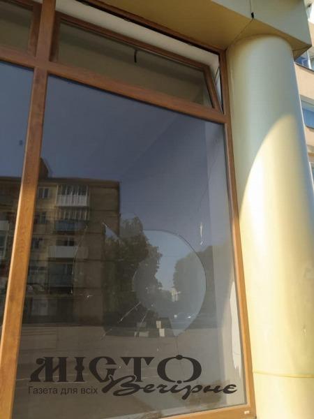 У Володимирі розбили вітрину: шукають свідків події