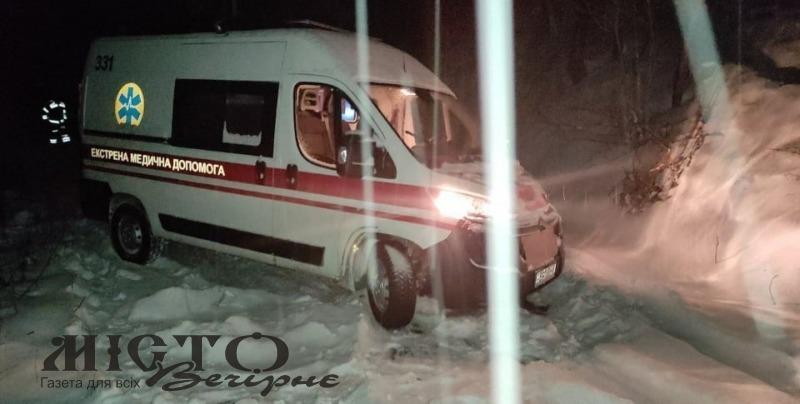 Рятувальники відвезли фельдшера до хворого у Зимнівській громаді