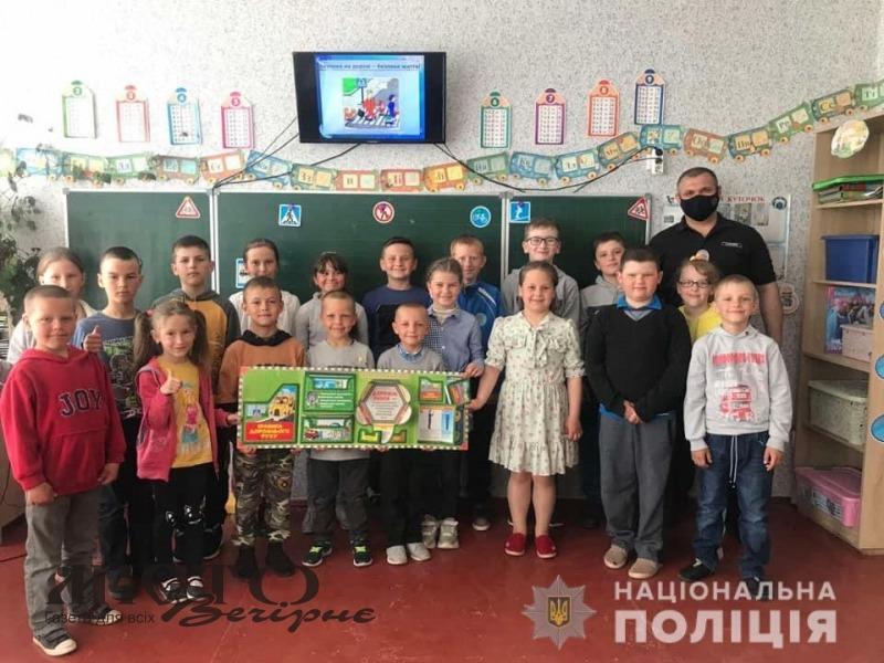 Володимирські поліцейські розповіли школярам про правила дорожнього руху