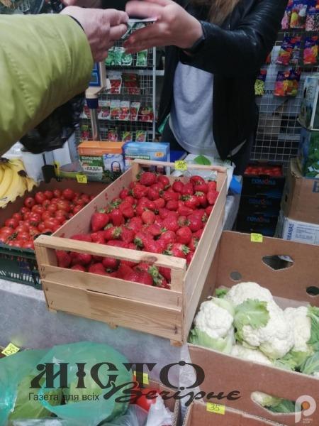 Розповіли, скільки коштує полуниця на ринку у Володимирі