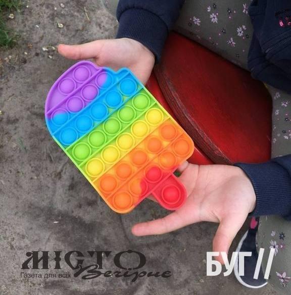Іграшка-антистрес «поп-іт» – в руках кожного третього малюка у Володимирі