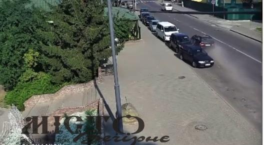 Водійка БМВ, яка пошкодила припарковані авто на вул. Луцькій, перебувала у стані алкогольного сп'яніння