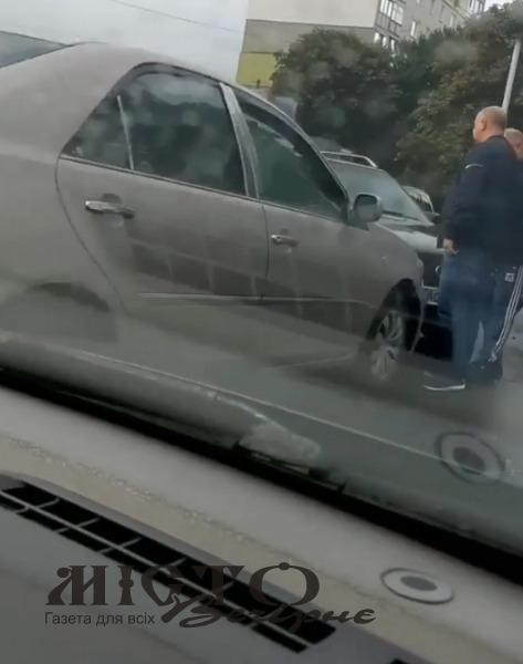 У Володимирі зіткнулися два легковики
