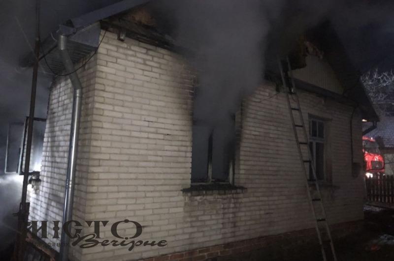 У Володимирі трапилася пожежа: з задимленого будинку врятували двох пенсіонерів