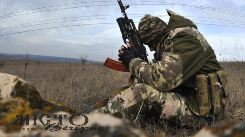 Військовий 14 бригади отримав поранення через необережне поводження зі зброєю