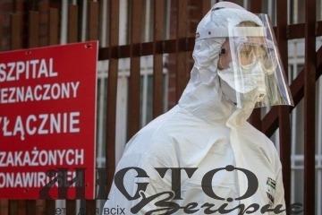 У Польщі розпочинається «національний карантин»