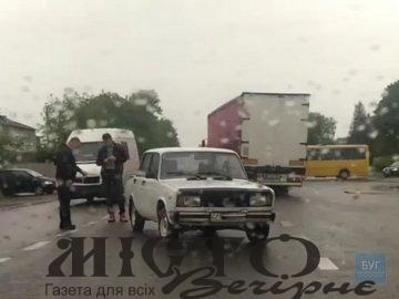 У Нововолинську бус врізався у ВАЗ