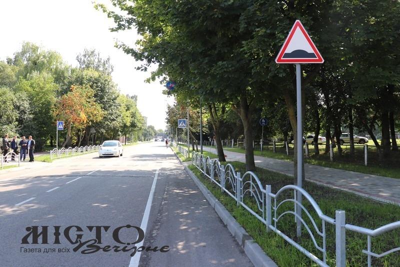У Володимирі представники технічного нагляду оглянули дорожні настили на вулиці Незалежності