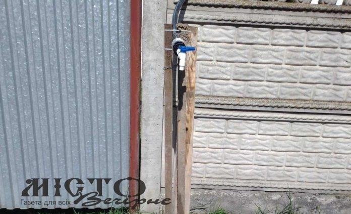 Під час ремонту вулиці Павлова встановили тимчасові колонки для води