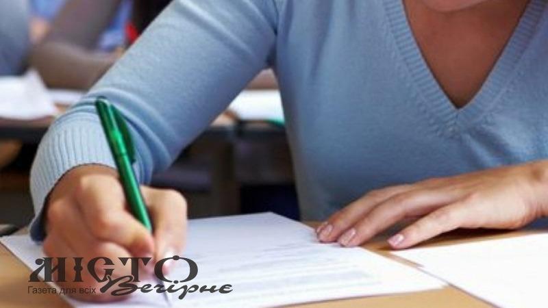 Майбутніх чиновників зобов'яжуть складати іспит з української мови