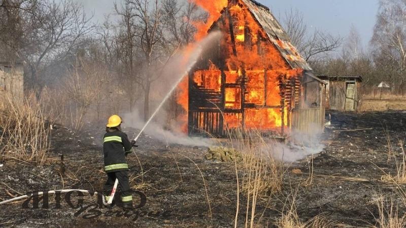 В Благодатному через спалювання сухостою згоріла дача