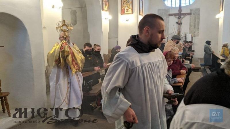 У Володимирі у костелі відправили Пасхальну месу